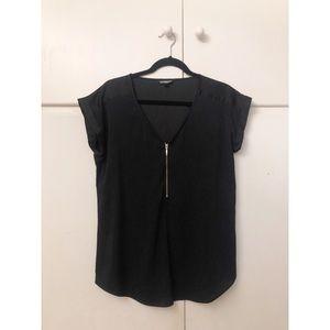 ✨Express black v neck good detailed top